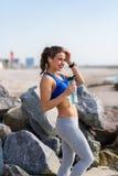 Kobieta pracująca przy plażą out Fotografia Stock