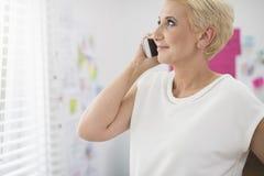 Kobieta pracująca w biurze Obrazy Stock