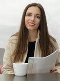 Kobieta pracuje z biznesowego papieru lunchem Fotografia Stock