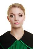 Kobieta prawnika adwokat jest ubranym czerni zieloną togę Obraz Stock
