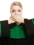 Kobieta prawnika adwokata nakrywkowy usta z rękami Obraz Stock