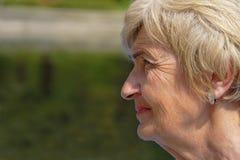 kobieta profilowa marszcząca obraz stock