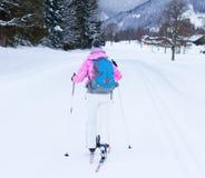 Kobieta przecinającego kraju narciarstwo Fotografia Royalty Free