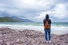 Kobieta przed morzem Zdjęcie Stock