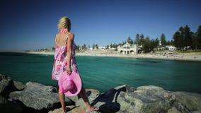 Kobieta przy Cottesloe plażą zbiory