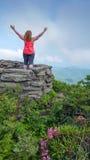 Kobieta przy Craggy pinaklem Asheville Pólnocna Karolina obraz royalty free