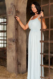 Kobieta przy drzwi Zdjęcia Royalty Free