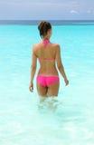Kobieta przy plażą obraz stock