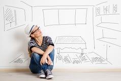 Kobieta przy pustą ścianą obraz stock