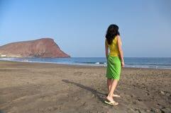 Kobieta przy tejita plażą Fotografia Royalty Free