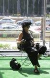 Kobieta przy Vr przyrządów testem Zdjęcie Stock