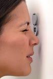 Kobieta przyglądająca przez peephole out Zdjęcie Royalty Free