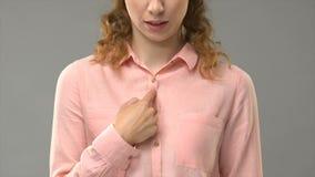 Kobieta pyta może ja pomaga ciebie w szyldowym języku, pokazuje słowa w asl tutorial zbiory wideo