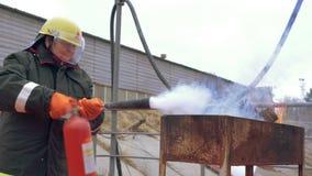 Kobieta ratownika Pożarniczego gasidła wypadek Zapobiega zbiory