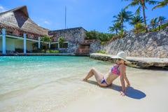 kobieta relaksująca plażowa zdjęcie royalty free