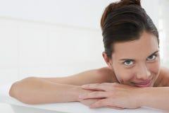 Kobieta Relaksuje W wannie Zdjęcie Royalty Free