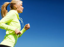 Kobieta robi biegać outdoors Obraz Royalty Free