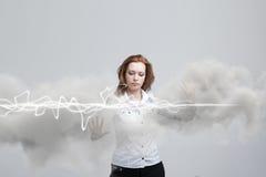 Kobieta robi magicznemu skutkowi - błyskowa błyskawica Pojęcie elektryczność, wysoka energia Obraz Royalty Free