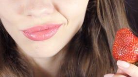 Kobieta robi makeup warg zamknięty up zbiory