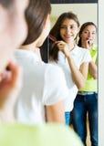 Kobieta robi makijażowi Obrazy Royalty Free