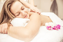 Kobieta robi masażom zdjęcie royalty free