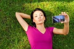 Kobieta robi selfie Fotografia Royalty Free