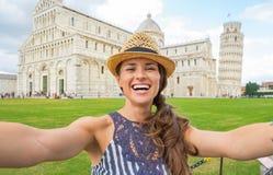 Kobieta robi selfie na piazza dei miracoli, Pisa Obrazy Stock