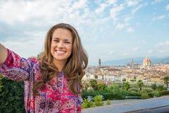 Kobieta robi selfie w Florence, Italy Zdjęcia Royalty Free