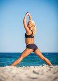 Kobieta robi sportom outdoors Obrazy Royalty Free