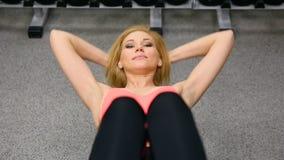 Kobieta Robi UPS Przy Gym zdjęcie wideo