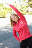 Kobieta rozgrzewkowa dla bieg up Fotografia Stock