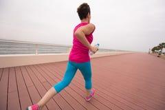 Kobieta ruchliwie bieg na deptaku Obraz Stock