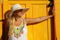 Kobieta słoneczny dzień Obraz Stock