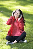 Kobieta słucha muzyka Obraz Stock
