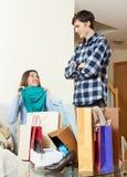Kobieta seansu zakupy chłopak Obrazy Stock