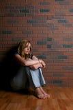 kobieta, siedząca samotnie Obrazy Royalty Free