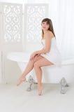 Kobieta siedzi na wannie Fotografia Stock