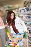 kobieta sklep spożywczy włosiana zakupy sklepu kobieta zdjęcie stock