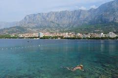 Kobieta snorkeling Zdjęcia Royalty Free