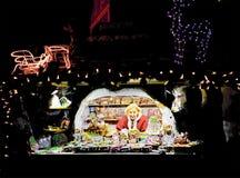 Kobieta sprzedaje kolorowych miodowniki w Ryskich bożych narodzeniach Wprowadzać na rynek Fotografia Stock