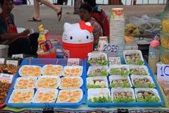 Kobieta sprzedaje przepiórek jajka na rynku Obraz Royalty Free