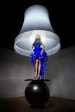 Kobieta - standardowa lampa Obraz Royalty Free