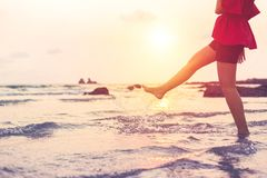 Kobieta stojak w wodzie i woda bryzgamy Zdjęcie Stock