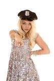 Kobieta stroju srebnej polici kapeluszowy wskazywać Obrazy Stock