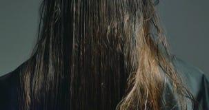 Kobieta stylisty zgrzywiony włosy Włosiany narządzanie zdjęcie wideo