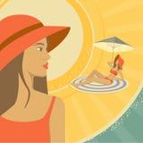 Kobieta sunbathing na plaży z czerwonym kapeluszem royalty ilustracja