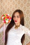 Kobieta szczęśliwa w miłość różanym bukiecie 2 Zdjęcia Royalty Free