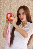 Kobieta szczęśliwa w miłość różanym bukiecie 4 Zdjęcie Royalty Free