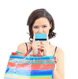 Kobieta szczęśliwego wp8lywy kredytowa karta Fotografia Stock