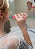 Kobieta Szczotkuje zęby Fotografia Royalty Free